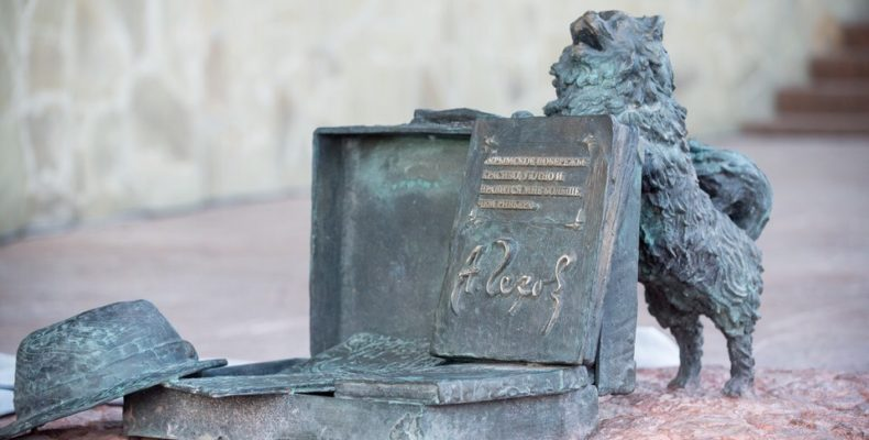 В Парковом открыт памятник А. П. Чехову