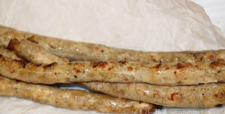 В Ялте была приготовлена самая длинная колбаса в Крыму