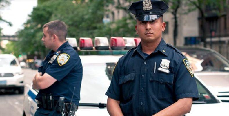Полицейские стреляли в преступника, который прикрылся заложницей, и убили обоих