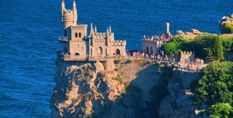 В День города Ялты Ливадийский дворец и Ласточкино гнездо можно будет посетить бесплатно