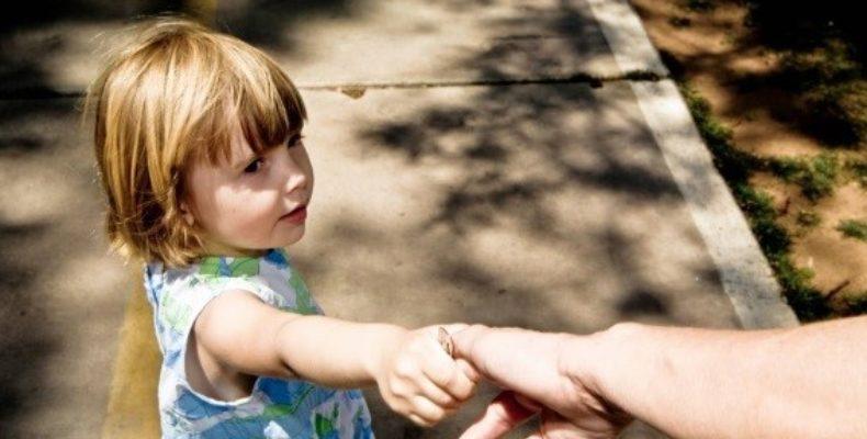 В Крыму с машины пытаются похитить детей