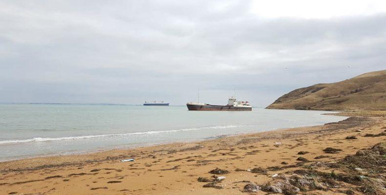 В Крыму корабли выбросило на мель (фото)