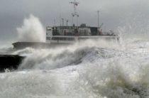 В плену стихии: 150 пассажиров провели ночь в море