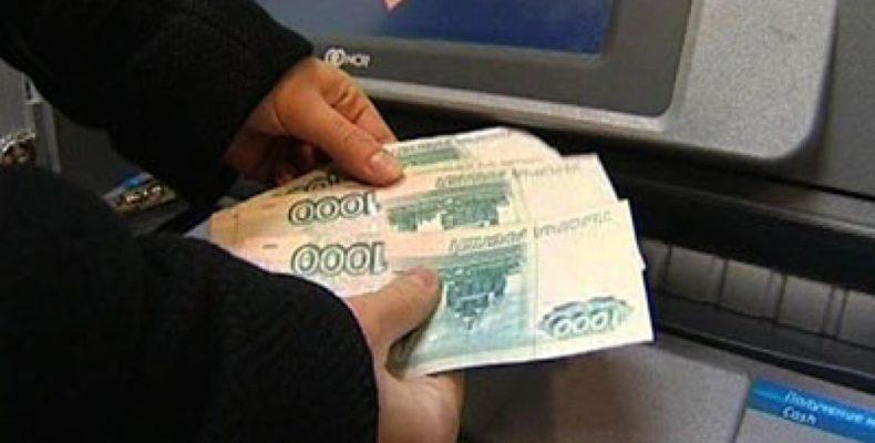 Ялта: неизвестный снял с карты пенсионерки десять тысяч рублей