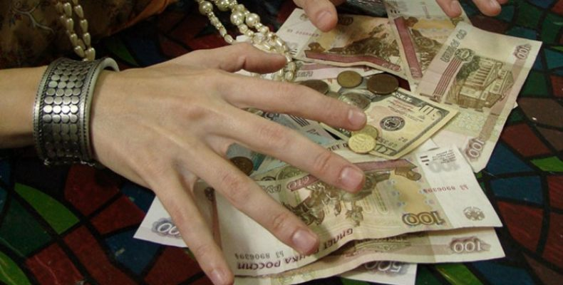 Жительница Ялты обворовала пенсионерку во время снятия «порчи»