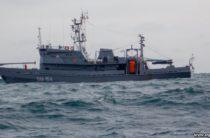 У берегов Ялты российские военные обследовали место обнаружения пятиметровой торпеды (видео)
