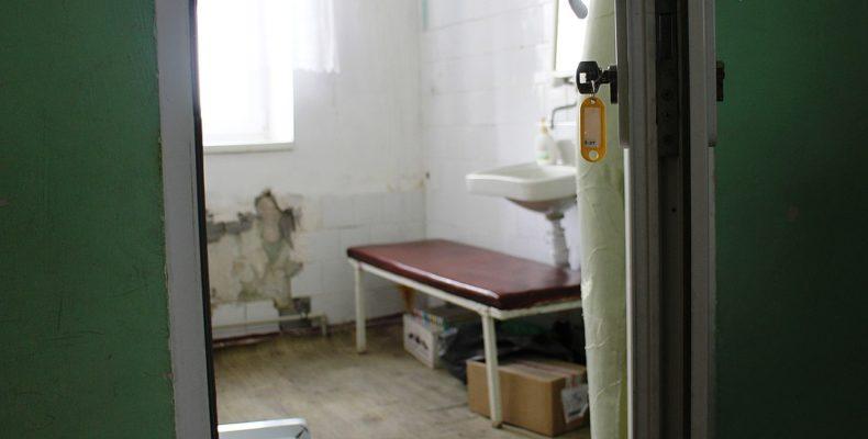 «Дети с бронхитом, а в процедурном — холод!»: В дневном стационаре детской поликлиники Симферополя в декабре срезали все батареи