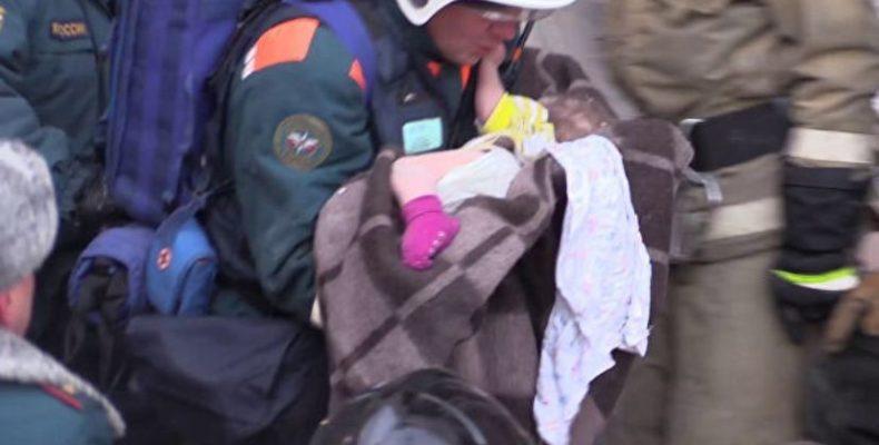 Спасение 11-месячного ребенка из-под завалов дома в Магнитогорске (видео)
