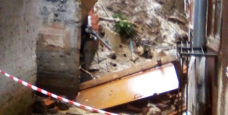 В Ялте смыло дождём подпорную стену жилого дома
