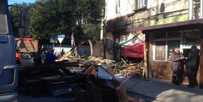 В Ялте снесли законное кафе? Разбираемся…