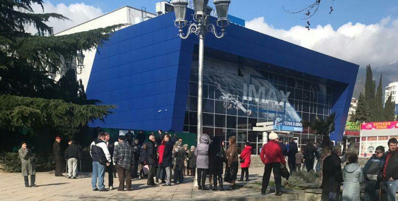 В Ялте проходит митинг в поддержку Челпанова