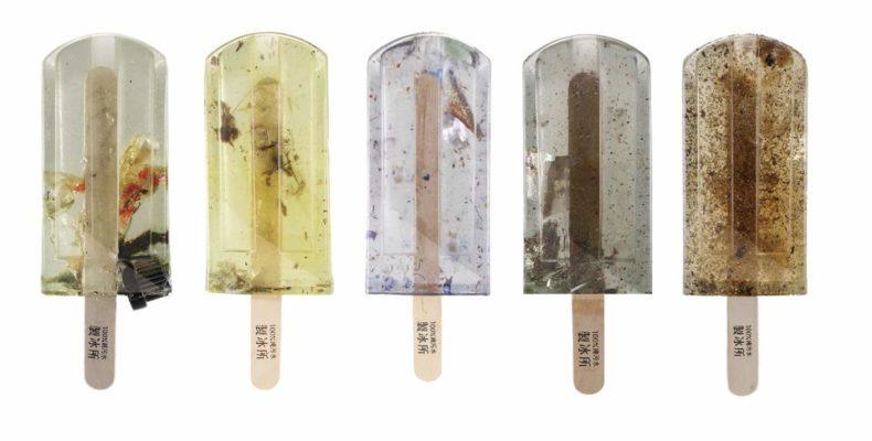Мороженое «фруктовый лед» из загрязненной воды и мусора: жуткая красота