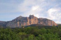 Останки альпиниста обнаружили у горного хребта в Крыму