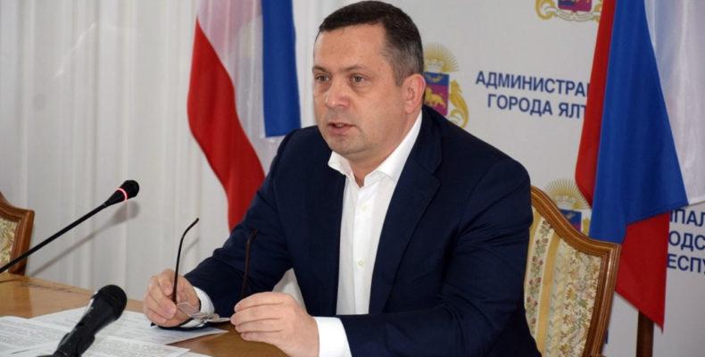 Глава администрации Ялты написал заявление о сложении с себя полномочий