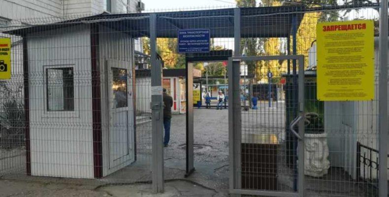 Прощайтесь дома! В Севастополе нельзя проводить родных до автобуса