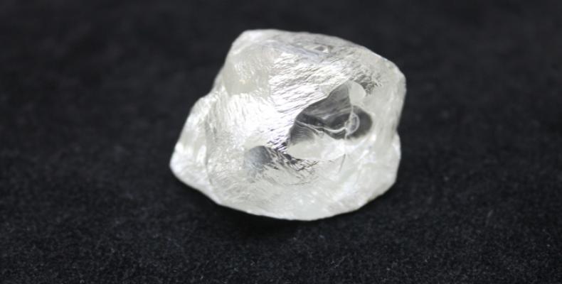 Россия: добыли крупный алмаз, которому около 2 млрд лет