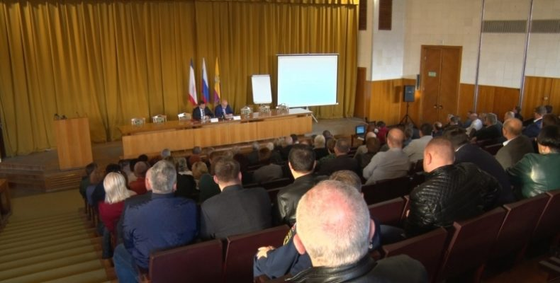 Крым: депутаты в двух чтениях поддержали изменения в некоторые законы Республики Крым, регулирующие имущественные и земельные отношения
