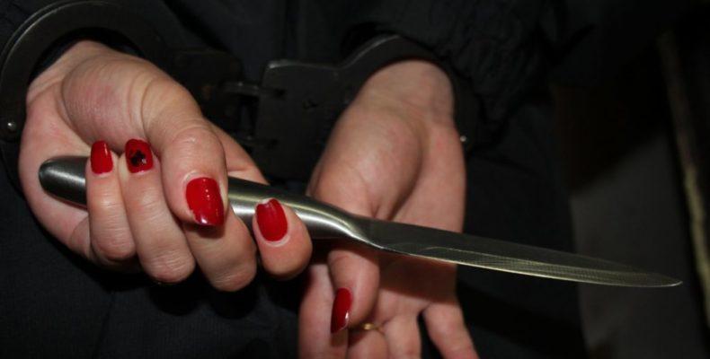 Ялта: полицейские задержали девушку, подозреваемую в нанесении ножевого ранения родственнику