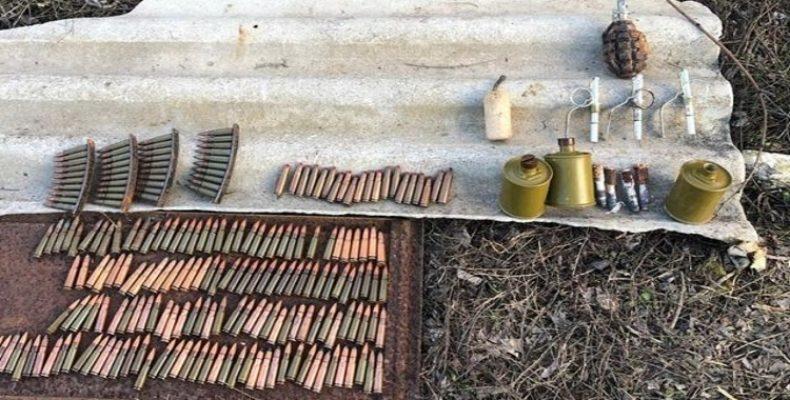 Пограничники Крыма обнаружили патроны и гранаты в заброшенной постройке