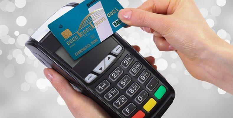 На рынках и ярмарках Крыма начали принимать к оплате карты