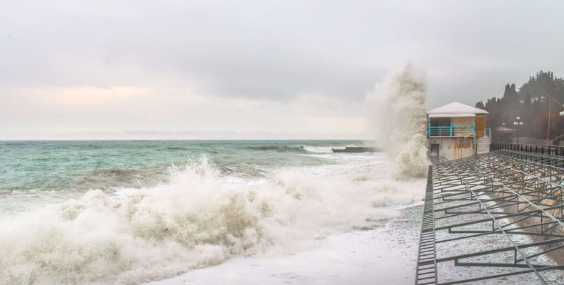 Снег с дождем и шквал: МЧС предупреждает об ухудшении погоды в Крыму