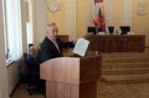 Депутат Яковенко на сессии горсовета поставил на голосование вопрос о недоверии заместителю главы администрации