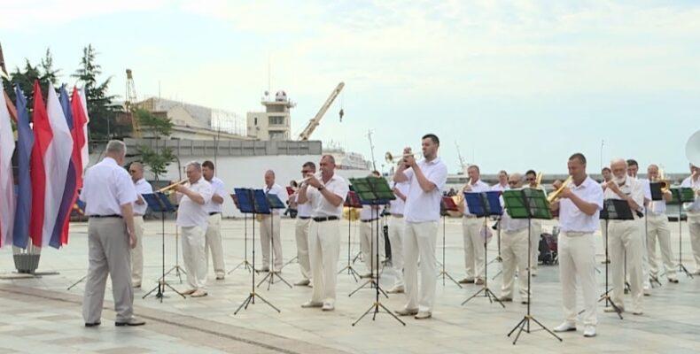 Духовой оркестр будет играть на набережной Ялты по воскресеньям до конца курортного сезона