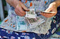 Курганская пенсионерка сбросила мошенникам 800 тыс. рублей с балкона