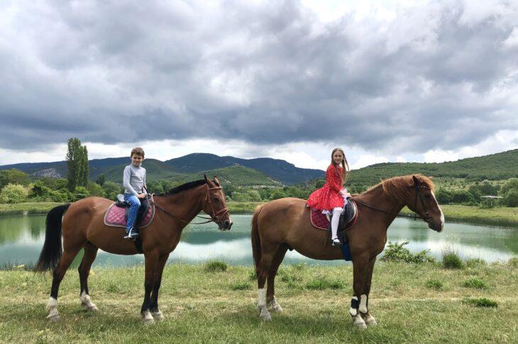 Конные прогулки   Черная река