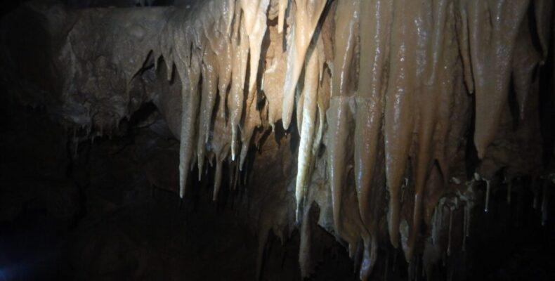 В Крыму нашли еще две пещеры с подземными водами