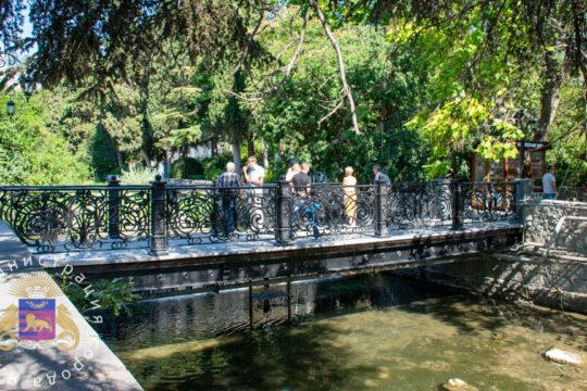 Пешеходный мост на Пушкинском бульваре открыт после капитального ремонта