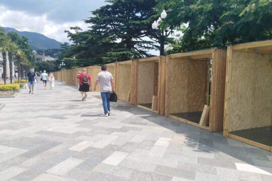 Ялта: деревянные конструкции перенесут на нижнюю набережную